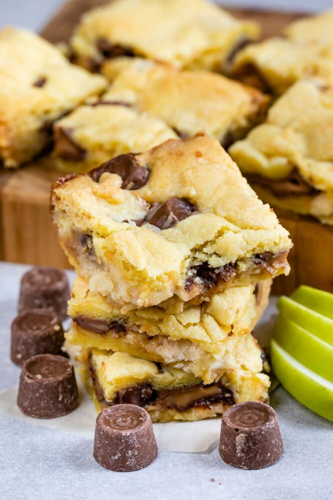 Stack of Caramel Apple Gooey Bars with rolo candies around them